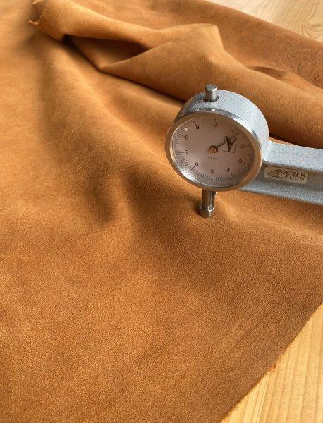 Rindsspaltvelour Hals, +/- 1,2mm cognac